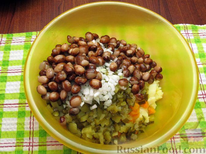 Фото приготовления рецепта: Винегрет с мидиями - шаг №11