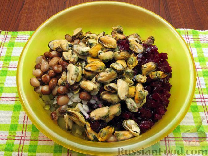 Фото приготовления рецепта: Винегрет с мидиями - шаг №13