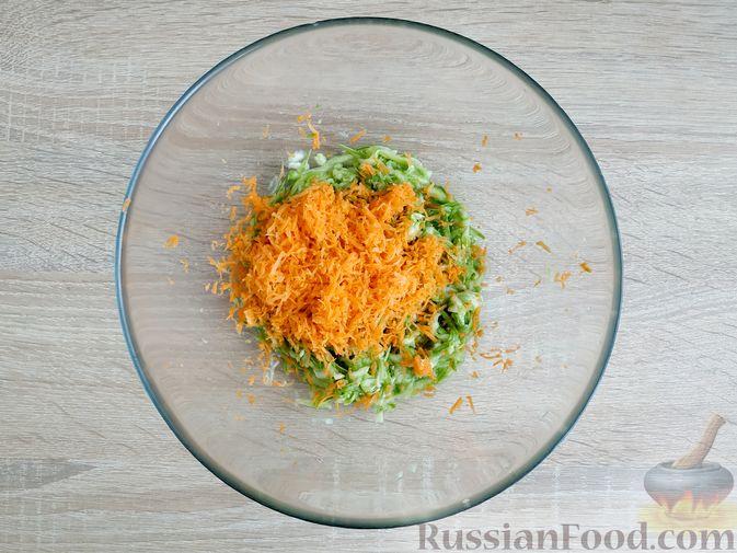 Фото приготовления рецепта: Закусочные сырные шарики с красной рыбой - шаг №11