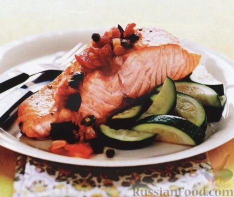 Рецепт Жареный лосось с цуккини и томатным соусом