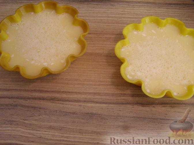 Фото приготовления рецепта: Яблочный пирог с арахисом и карамелью - шаг №5