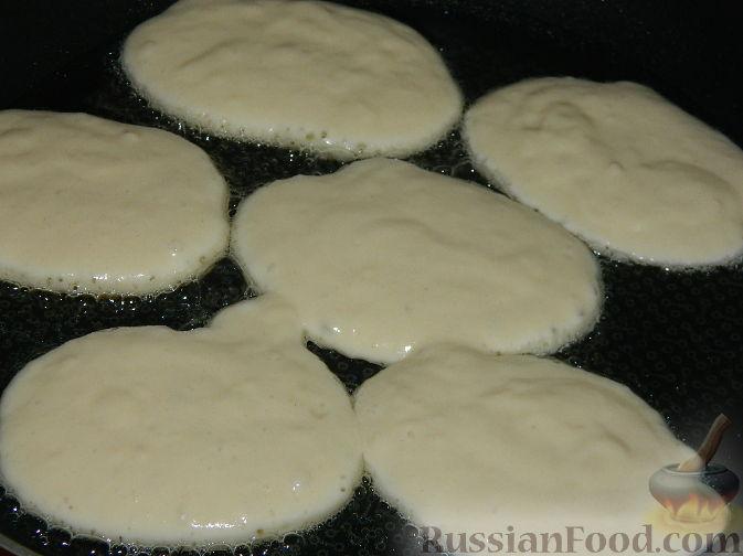 Фото приготовления рецепта: Гречка со сметаной, яйцами и грибами - шаг №11