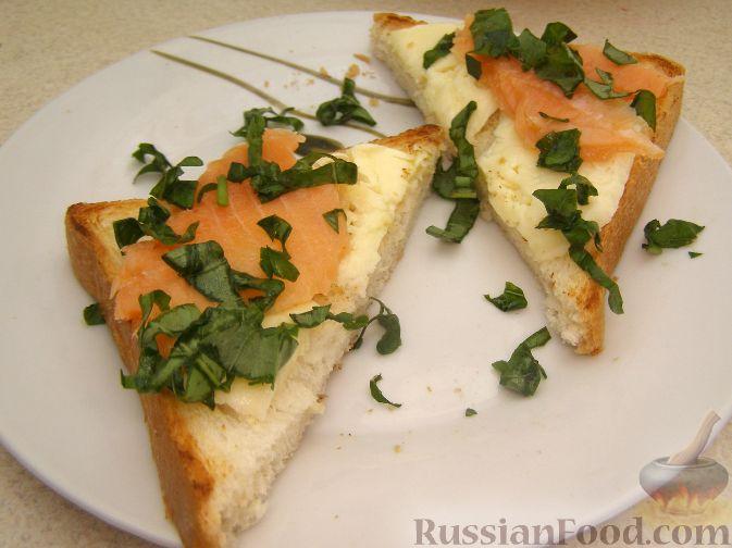 Рецепт Бутерброды с моцареллой и лососем