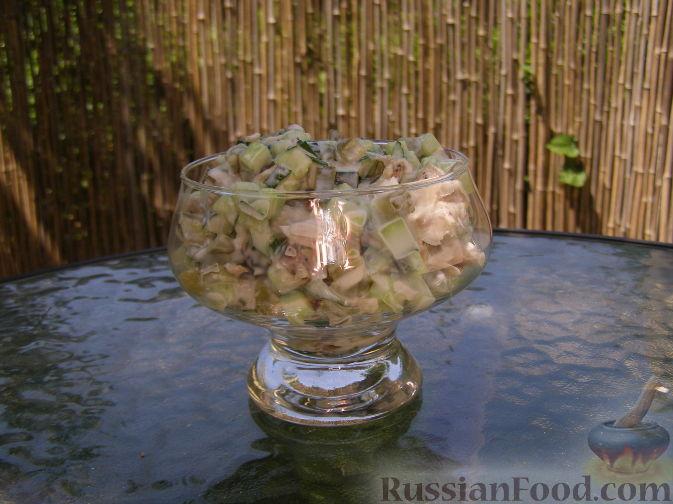 Рецепт Простой салат с тунцом и огурцами