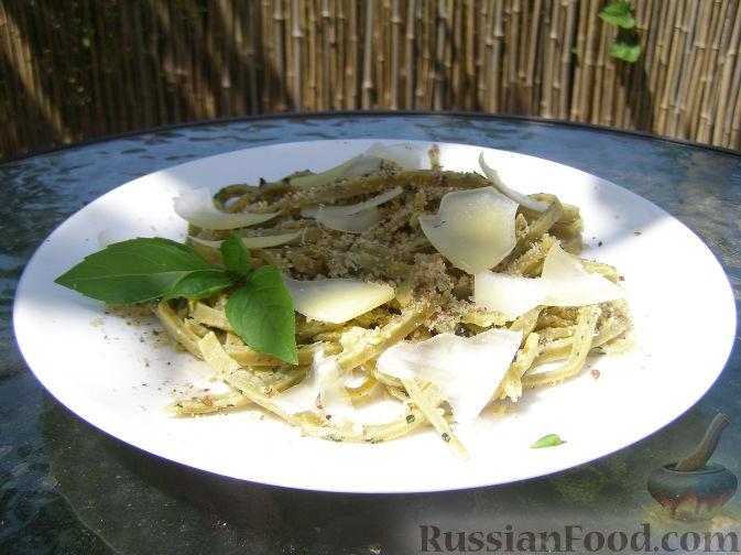 Рецепт Домашняя паста с базиликом, орехами и пармезаном