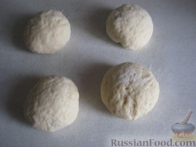 Фото приготовления рецепта: Булочки с вишнёвым вареньем, изюмом и орехами - шаг №9