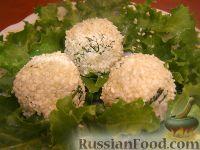 Фото к рецепту: Салат-закуска из сыра с кунжутом и маслинами
