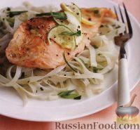 Фото к рецепту: Жареный лосось с рисовой лапшой