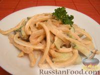 """Фото к рецепту: Салат из кальмаров """"Нимфа"""""""