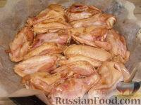 Фото приготовления рецепта: Куриные крылышки в медово-соевом соусе - шаг №4