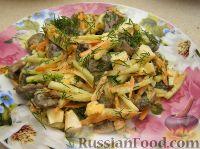 Фото к рецепту: Салат с пикантными шампиньонами