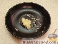 Фото приготовления рецепта: Салат с пикантными шампиньонами - шаг №3