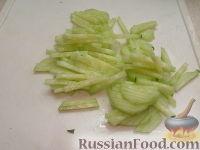 Фото приготовления рецепта: Салат с пикантными шампиньонами - шаг №6