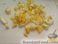 Фото приготовления рецепта: Салат с пикантными шампиньонами - шаг №5