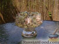 Фото к рецепту: Простой салат с тунцом и огурцами