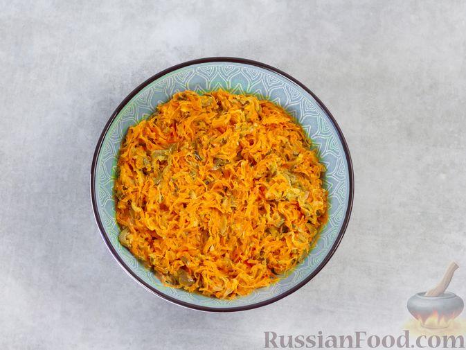 Фото приготовления рецепта: Намазка из жареных малосольных огурцов и моркови - шаг №6