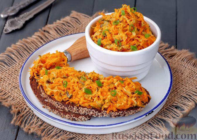 Фото приготовления рецепта: Намазка из жареных малосольных огурцов и моркови - шаг №8