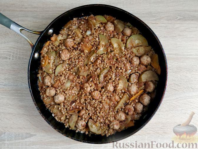 Фото приготовления рецепта: Толстые дрожжевые блины на молоке, манке и пшённой каше - шаг №8