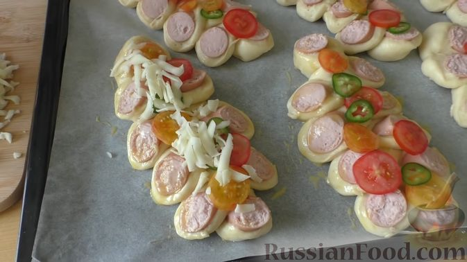 Фото приготовления рецепта: Рулетики из теста фило, с мясом, сыром и зеленью - шаг №5