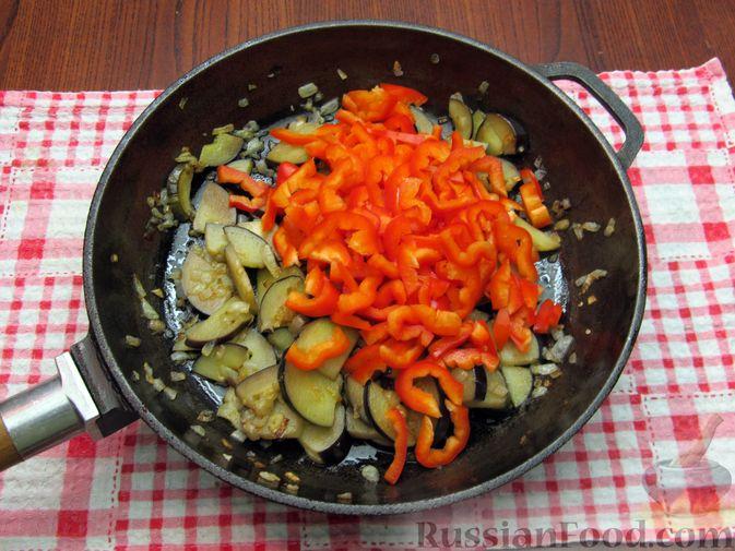 Фото приготовления рецепта: Оладьи на кефире, с куриным фаршем - шаг №7