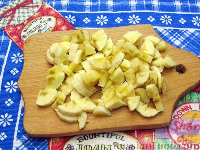 Фото приготовления рецепта: Овсяные батончики с сухофруктами, цукатами и орехами - шаг №10