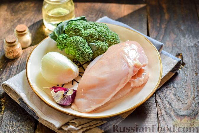 Фото приготовления рецепта: Куриные котлеты с брокколи - шаг №1
