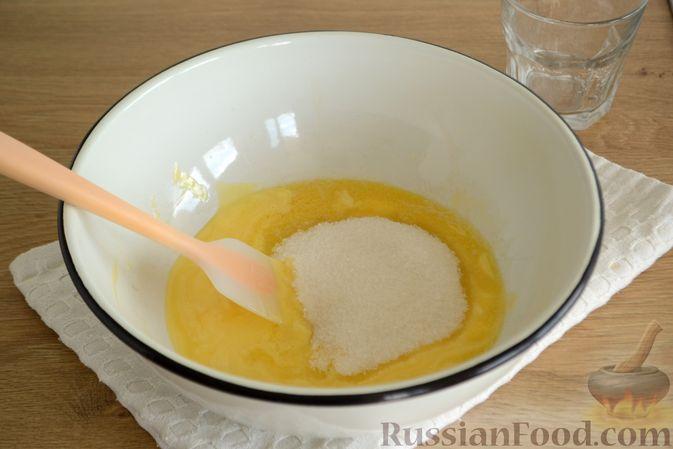 Фото приготовления рецепта: Пирог с персиками, на сметане - шаг №2