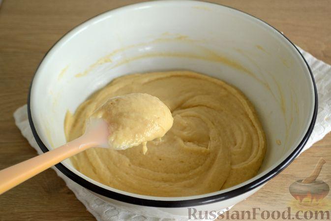 Фото приготовления рецепта: Пирог с персиками, на сметане - шаг №5