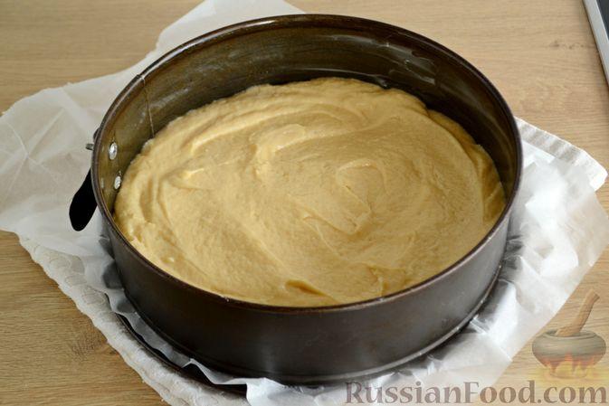 Фото приготовления рецепта: Пирог с персиками, на сметане - шаг №6