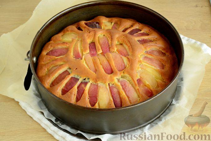 Фото приготовления рецепта: Пирог с персиками, на сметане - шаг №9
