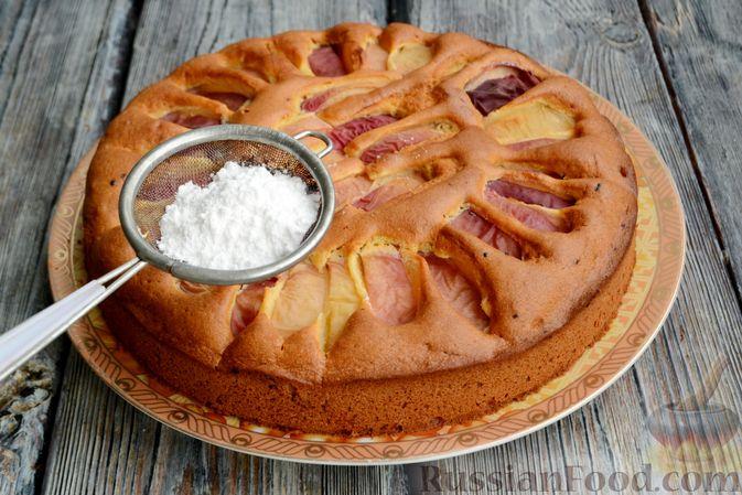 Фото приготовления рецепта: Пирог с персиками, на сметане - шаг №10