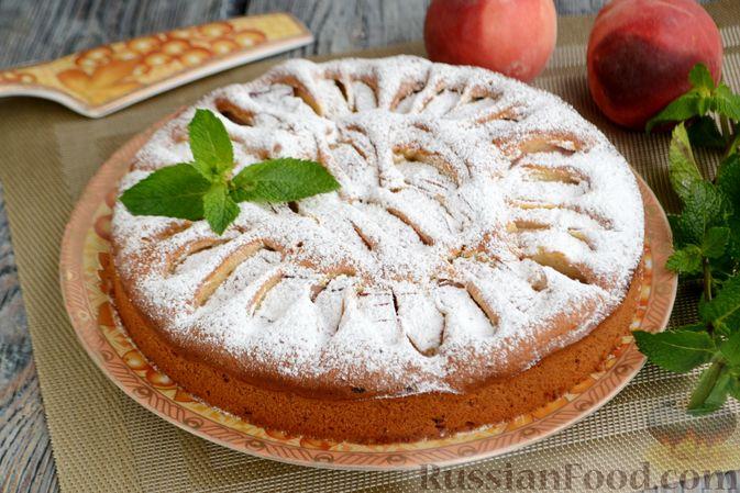 Фото приготовления рецепта: Пирог с персиками, на сметане - шаг №11