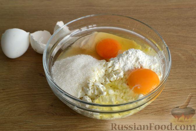 Фото приготовления рецепта: Творожный пирог с ягодами - шаг №8