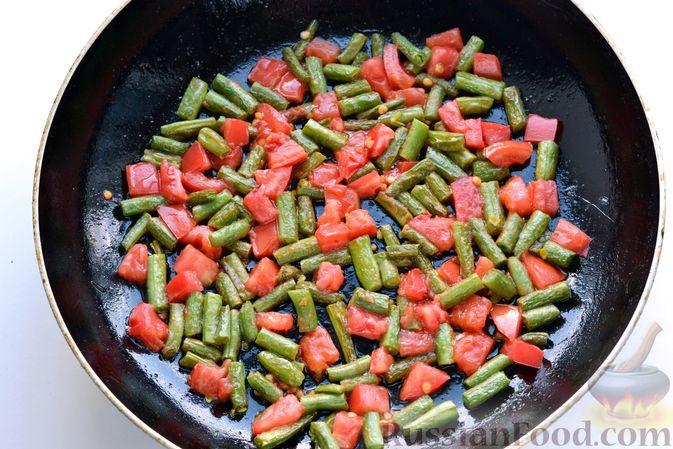 Фото приготовления рецепта: Свиные отбивные, тушенные в томатном соусе, с сыром (в духовке) - шаг №10