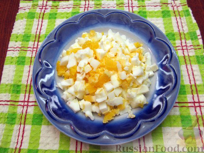 Фото приготовления рецепта: Говяжья печень, тушенная в яблочно-сметанном соусе - шаг №14