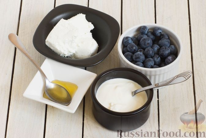 Фото приготовления рецепта: Творожный смузи с голубикой и простоквашей - шаг №1