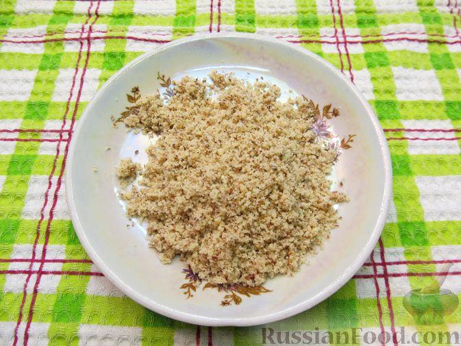 Фото приготовления рецепта: Салат с курицей, помидорами, маслинами и грецкими орехами - шаг №5