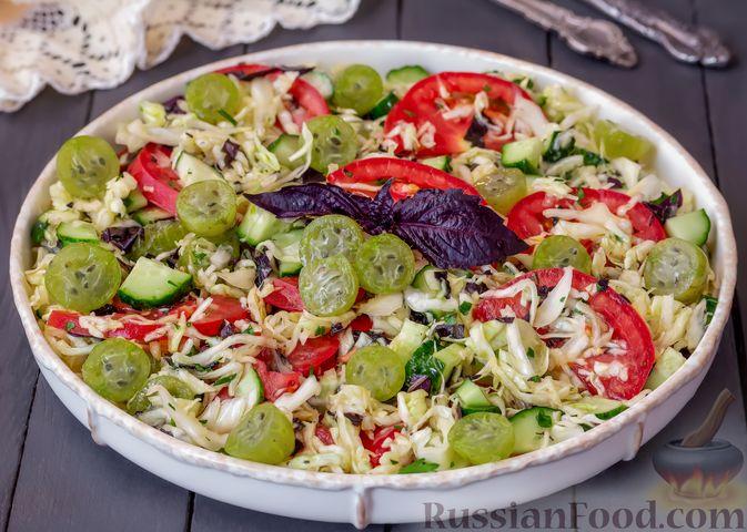 Фото к рецепту: Капустный салат с крыжовником, помидором и огурцом