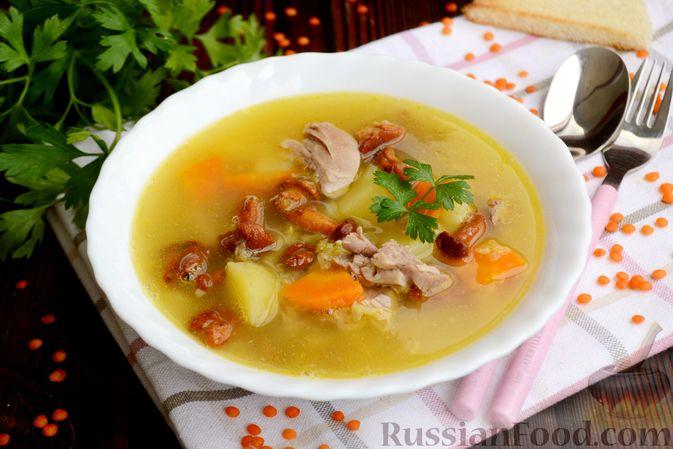 Фото к рецепту: Суп с индейкой, лисичками и чечевицей