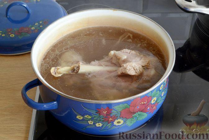 Фото приготовления рецепта: Суп с индейкой, лисичками и чечевицей - шаг №5