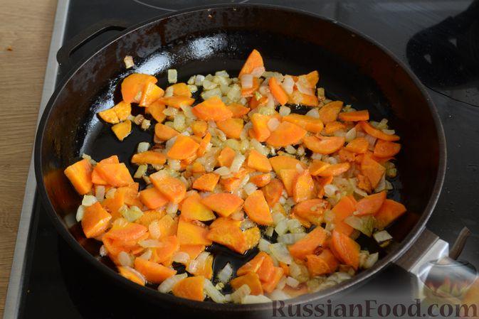 Фото приготовления рецепта: Суп с индейкой, лисичками и чечевицей - шаг №8
