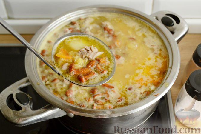 Фото приготовления рецепта: Суп с индейкой, лисичками и чечевицей - шаг №16