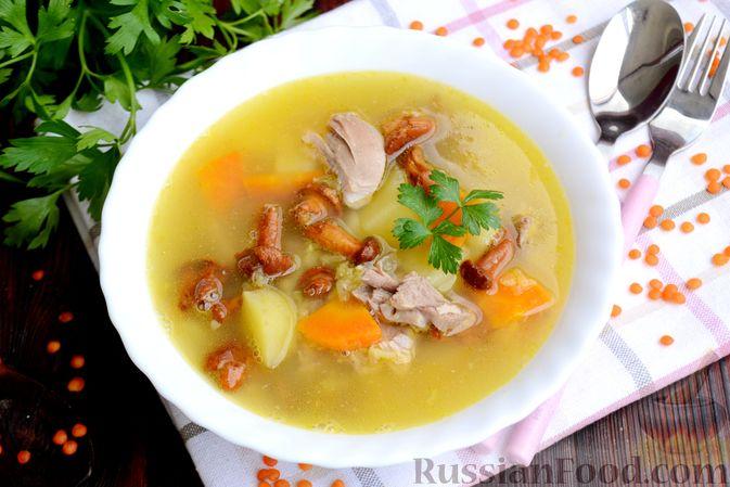 Фото приготовления рецепта: Суп с индейкой, лисичками и чечевицей - шаг №17
