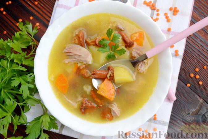 Фото приготовления рецепта: Суп с индейкой, лисичками и чечевицей - шаг №18
