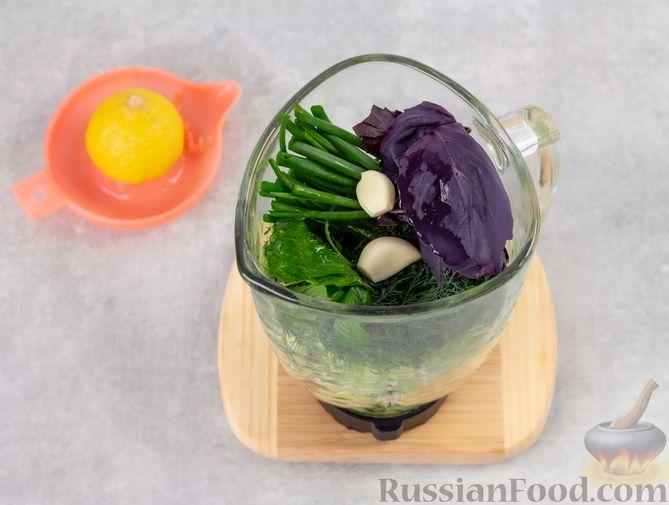 Фото приготовления рецепта: Холодный огуречный суп с йогуртом и кефиром - шаг №4