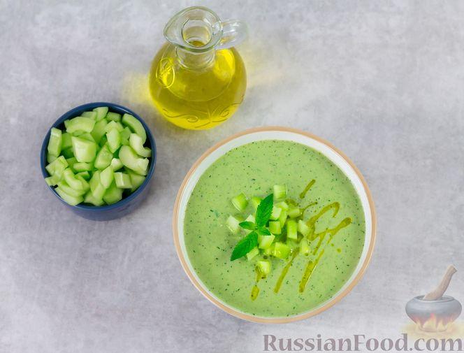 Фото приготовления рецепта: Холодный огуречный суп с йогуртом и кефиром - шаг №8