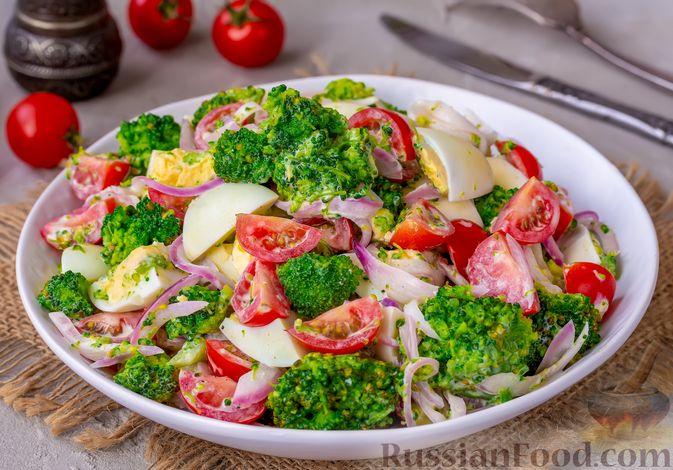 Фото к рецепту: Салат с брокколи, помидорами, яйцами и луком
