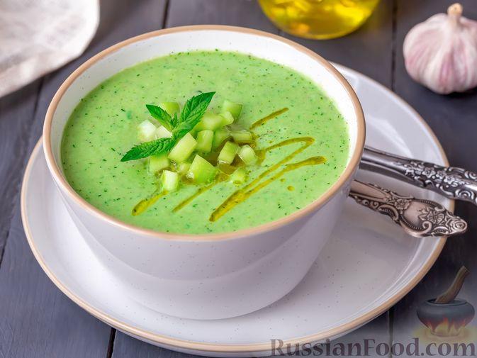 Фото к рецепту: Холодный огуречный суп с йогуртом и кефиром