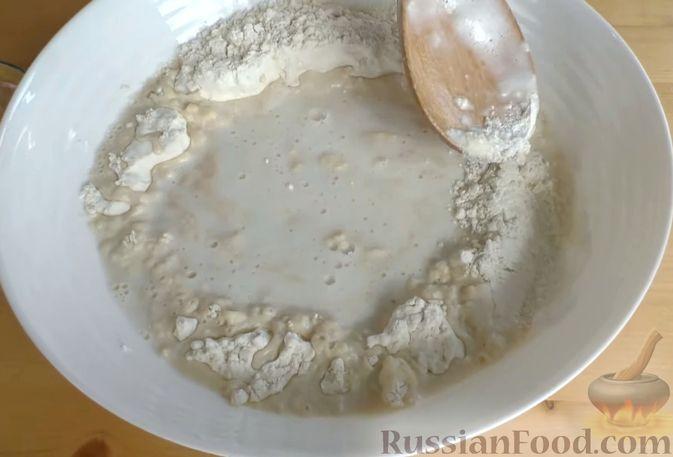 Фото приготовления рецепта: Лепёшки из дрожжевого теста, в духовке - шаг №2