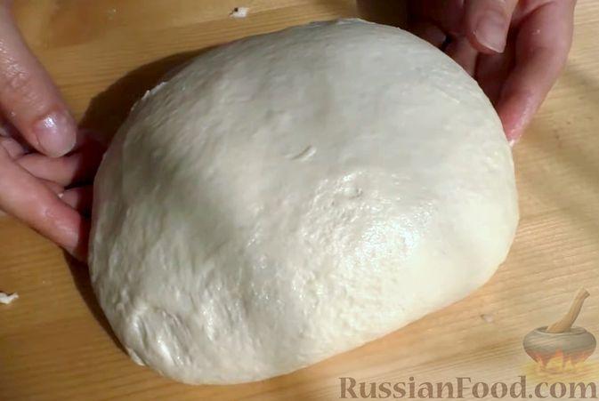 Фото приготовления рецепта: Лепёшки из дрожжевого теста, в духовке - шаг №4